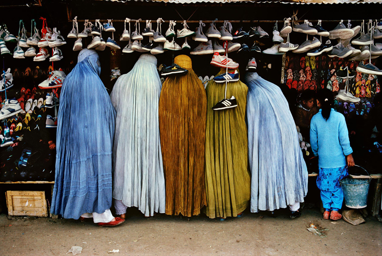 Steve McCurry_Afghan Women at Shoe Store